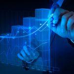 Ilustração digital de um homem manipulando um gráfico tridimensional da evolução do negócio.